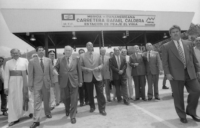 Supercarretera Mérida-El Vigía inaugurada por Rafael Caldera.